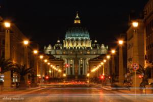 Ночной вид на Собор Св. Петра от Тибра.