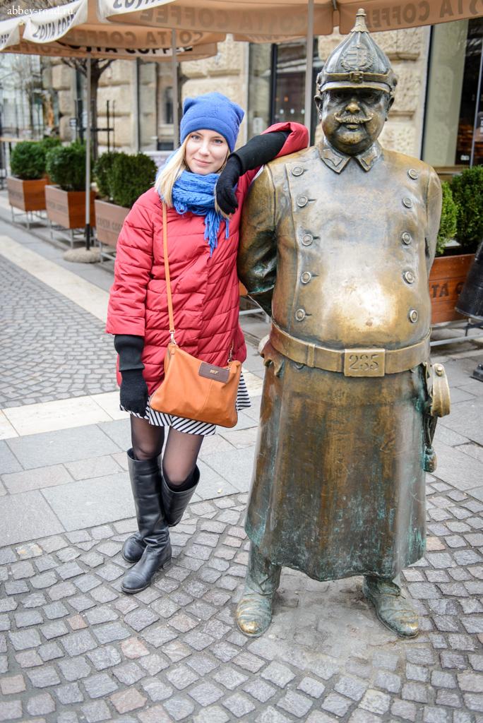 Памятник одному из городских персонажей