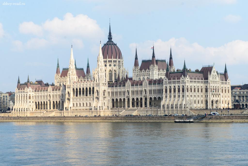 Здание Венгерского пар