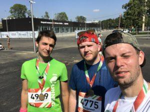 Я слева, через 30 минут после финиша. Бодр и весел.
