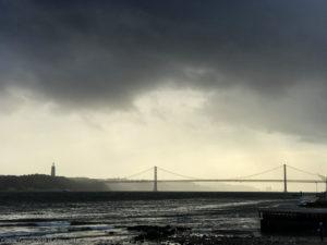 Вид на мост «25 апреля», который как в Сан-Франциско
